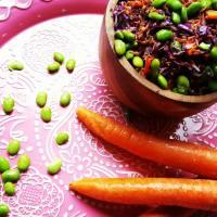 Speltsalade met rode kool en edamameboontjes