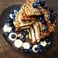 Amandelpasta & banaan-ontbijtwafels