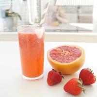 Pompelmoes-aardbei limonade